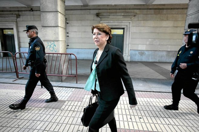 La ex ministra Magdalena Álvarez el día que declaró ante la juez.
