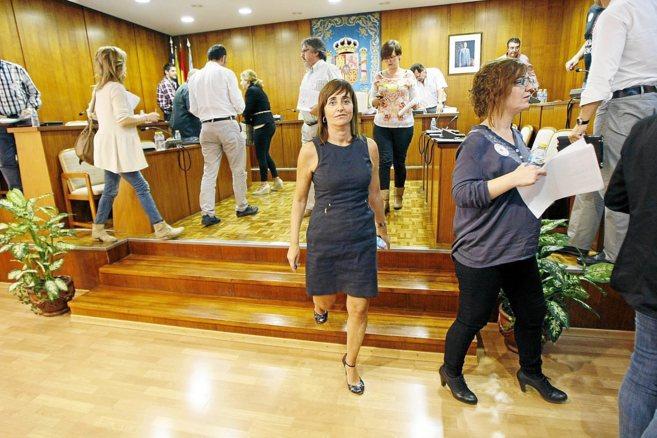 La ex alcaldesa de Ibi, Mayte Parra, en uno de sus últimos plenos.