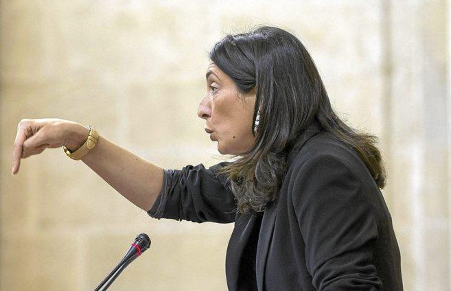 La parlamentaria del PP Loles López Gabarro, defendiendo la propuesta...