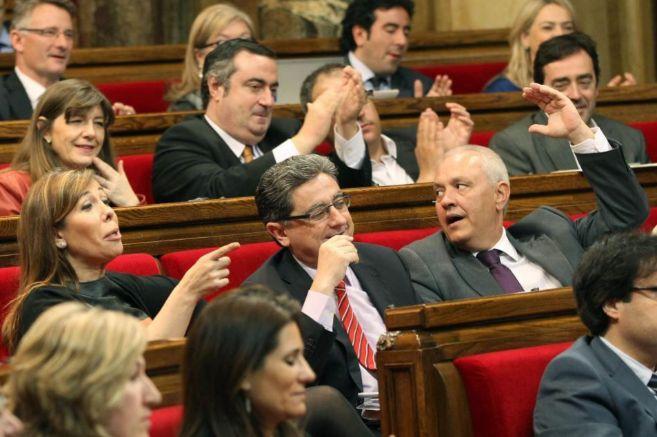 La presidenta del PP catalán, Alicia Sánchez-Camacho (i) ayer en el...