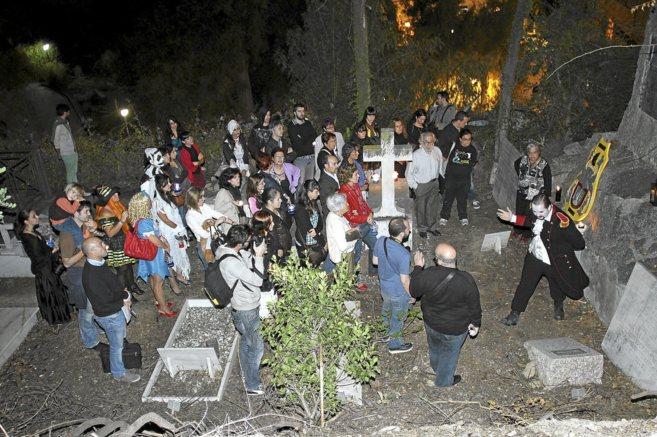 Visita dramatizada en el Cementerio Inglés.