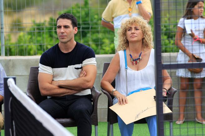 El actor Miguel Ángel Silvestre, en una imagen junto a su madre...