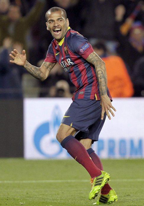 Dani Alves celebra su gol ante el Manchester City.