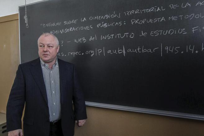 El economista Ángel de la Fuente, uno de los mayores especialistas en...