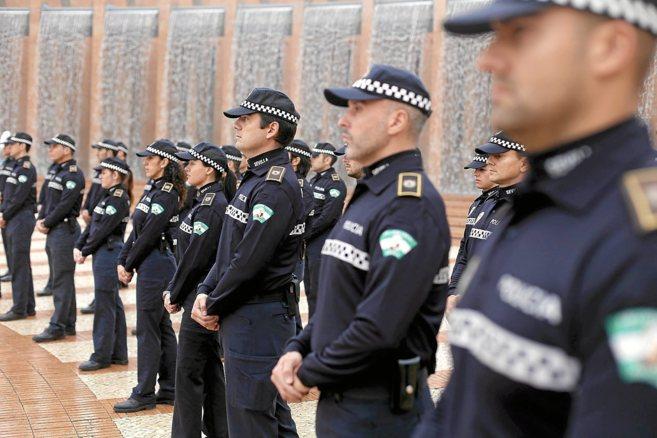 Agentes de la Policía Local de Sevilla durante un acto oficial.