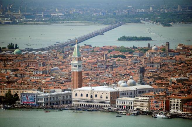 Venecia, ciudad que se encuentra en la región de Véneto, cuyo...