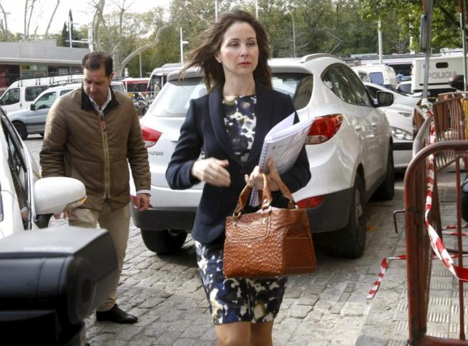 La juez Mercedes Alaya entra en los Juzgados de Sevilla.