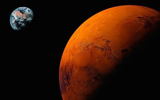 Composición de Marte con la Tierra al fondo