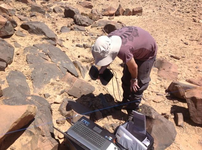 El equipo de Topo Ingeo trabajando en Marruecos escaneando...