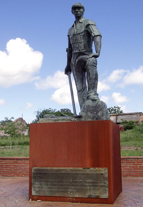 Monumento al minero, en cuya placa se 'perpetúa' a Javier...