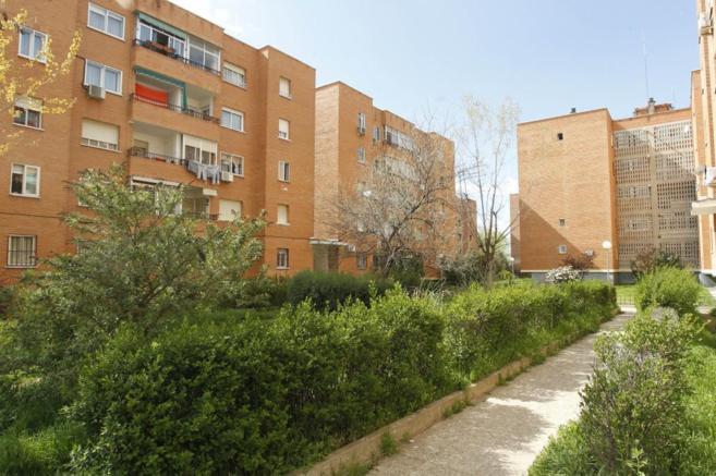 Bloque de viviendas en una colonia de la localidad de Meco, en Madrid.