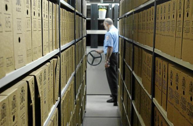Un guardia de seguridad en el Centro de la Memoria Histórica de...