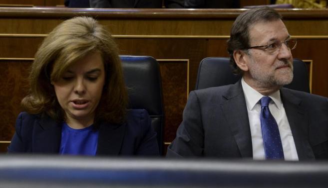 Soraya Sáenz de Santamaría y Mariano Rajoy, durante el pleno del...