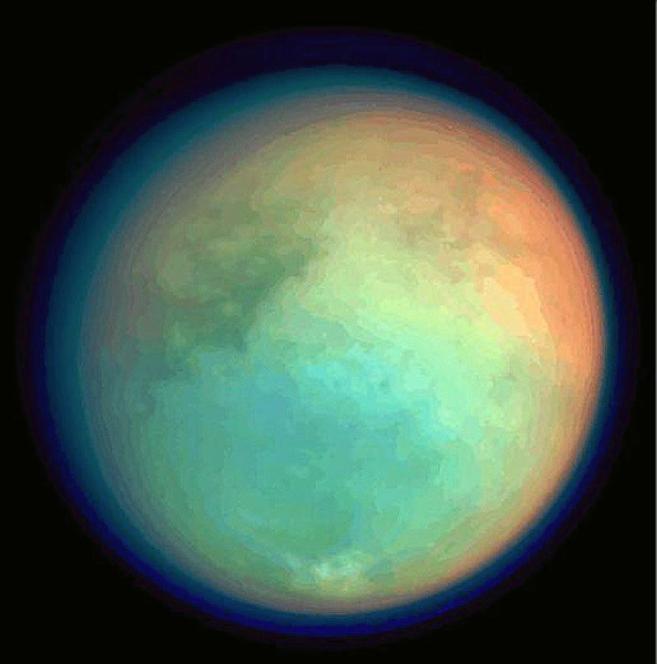 Imagen de Titán, la mayor luna de Saturno, tomada por la sonda...