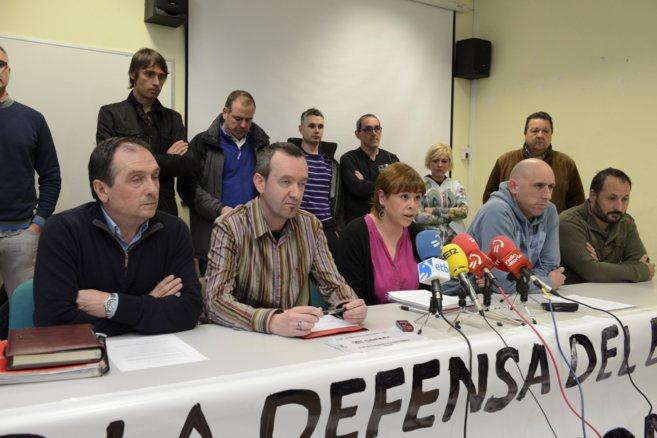 Los representantes de los comités de Cegasa, ayer, en rueda de...