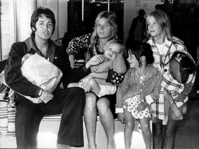 Paul y Linda, con sus hijas Stella, Mary y Heather en los 70.