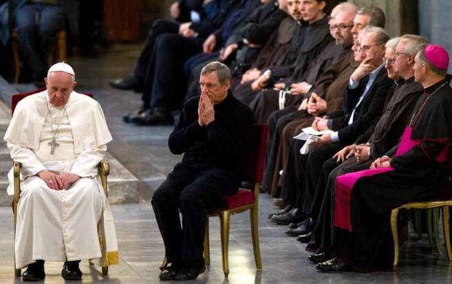 El Papa junto al presidente de la F. Libera, el sacerdote Luigi...