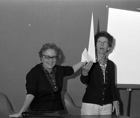 Emma Castelnuovo (d) con la también profesora de matemáticas Lina...