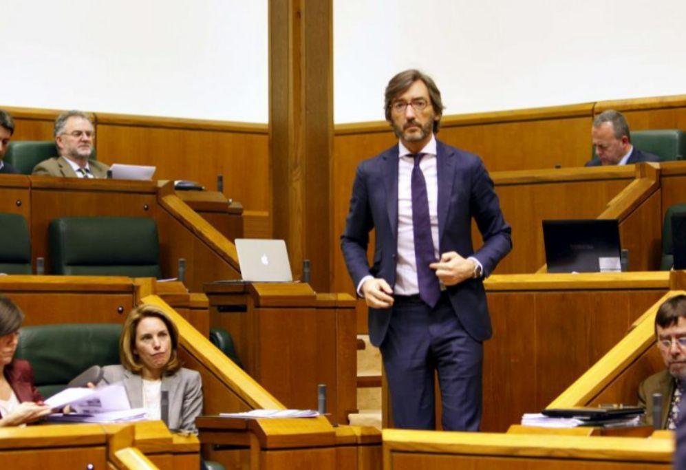 IÑAKI OYARZÁBAL: El político (47) es uno de los más cotizados....
