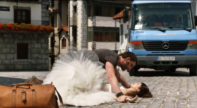 Dani Rovira y Clara Lago en una escena de la exitosa «Ocho apellidos...