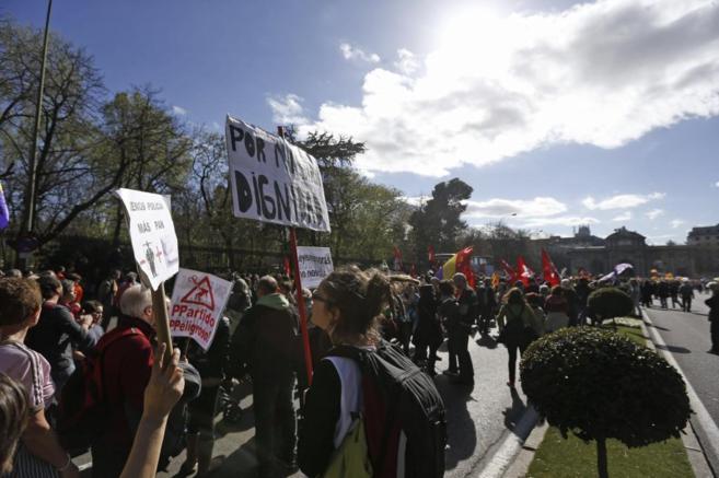 Manifestantes en una de las marchas por el centro de la capital.