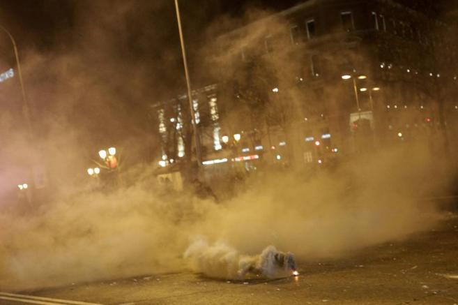 Un bote de gas disuasorio para dispersar a los manifestantes.