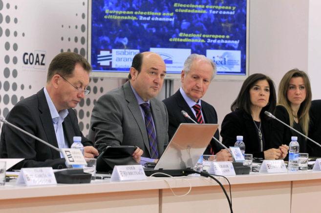 Andoni Ortuzar y Juan María Atutxa junto al presidente ALDE ), Graham...