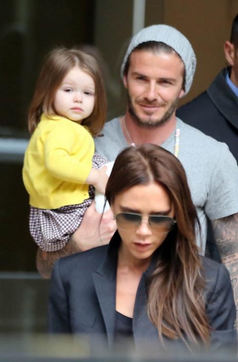 <strong>4. Harper Seven, Victoria (39) y David Beckham (38).</strong>...