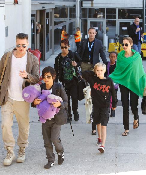 <strong>9. Shiloh, Angelina Jolie (38) y Brad Pitt (50).</strong> El...