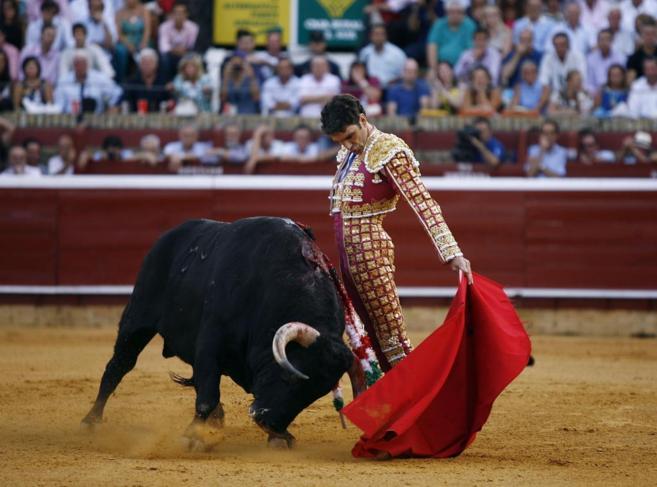José Tomás, durante la faena a un toro en 2012.