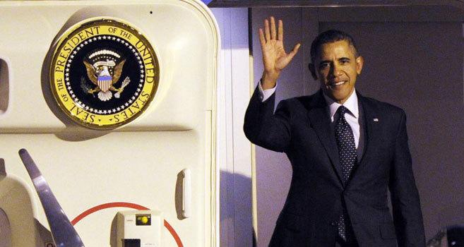 Barack Obama a su llegada al aeropuerto de Bruselas