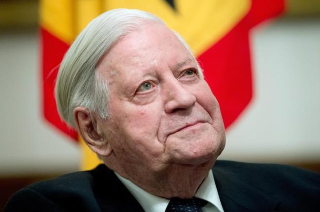 El ex canciller alemán Helmut Schmidt, durante una recepción por su...