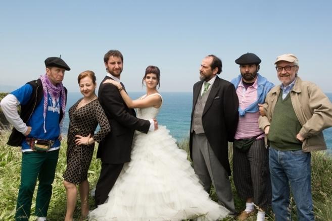 caprile viste de novia a clara lago en 'ocho apellidos vascos' | loc