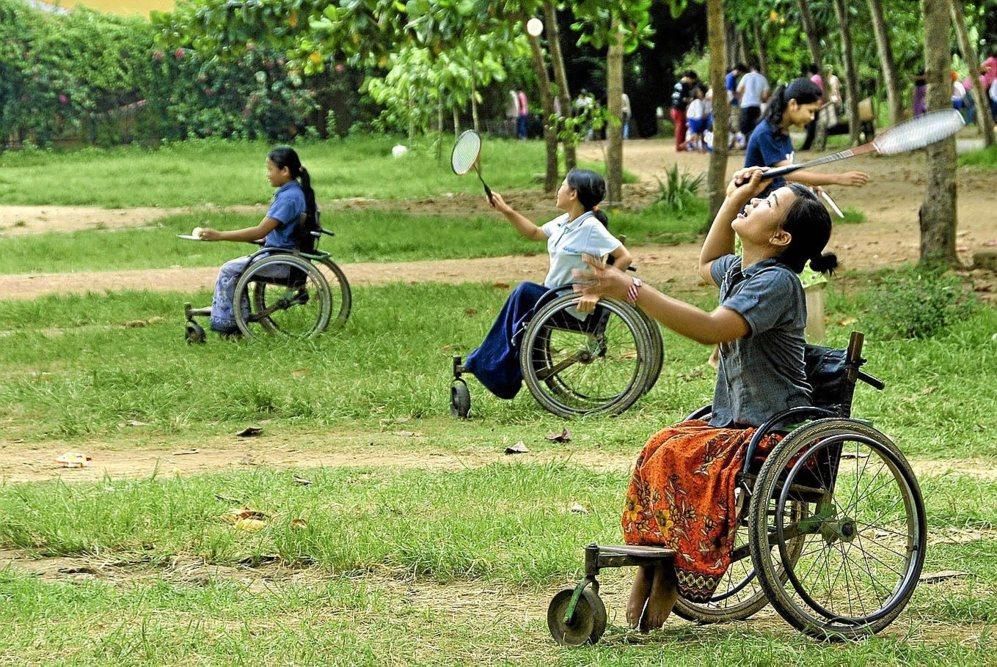 Varias jóvenes mutiladas por las minas de Camboya que han ganado...