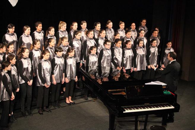 Integrantes del coro escolar Piccolo de Castelnaudary en una...