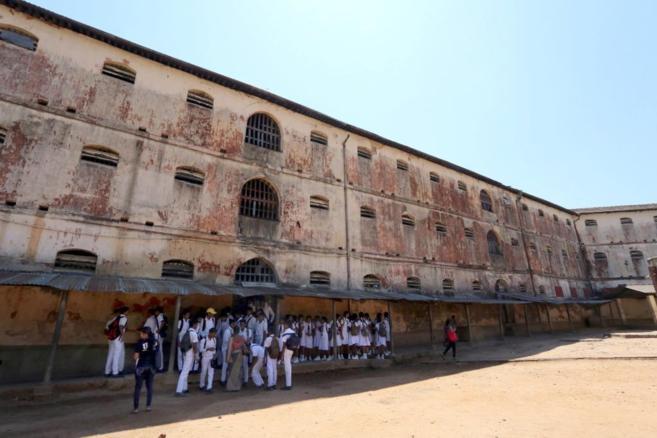Un grupo de escolares visita la segunda prisión más grande del...