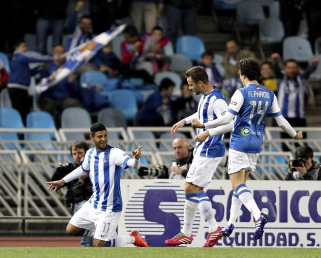 Carlos Vela celebra el tanto de la victoria ante el Valladolid.