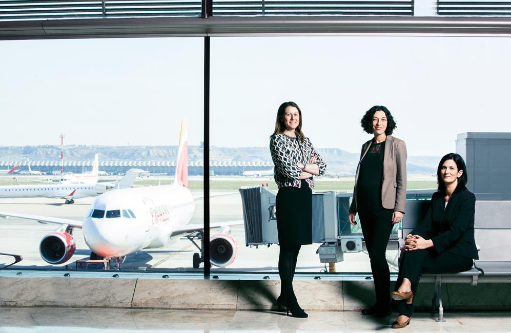 De izq. a dcha.: Elena Mayoral, directora de Madrid Barajas; Sonia...