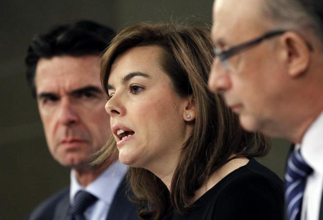 Soraya Sáenz de Santamaría, con Montoro y Soria tras el Consejo de...