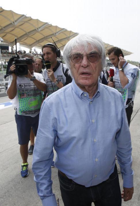 Bernie Ecclestone, en el  pit lane del circuito de Sepang.