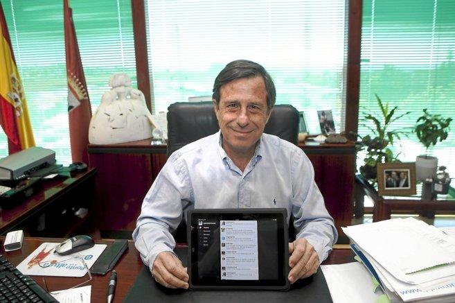 El alcalde de Alcobendas posa para EL MUNDO en la campaña de las...