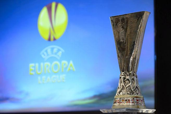 Imagen de la copa que se entrega al ganador de la Europa League.