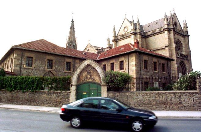 Vista general del antiguo convento de Betoño antes de la reforma.