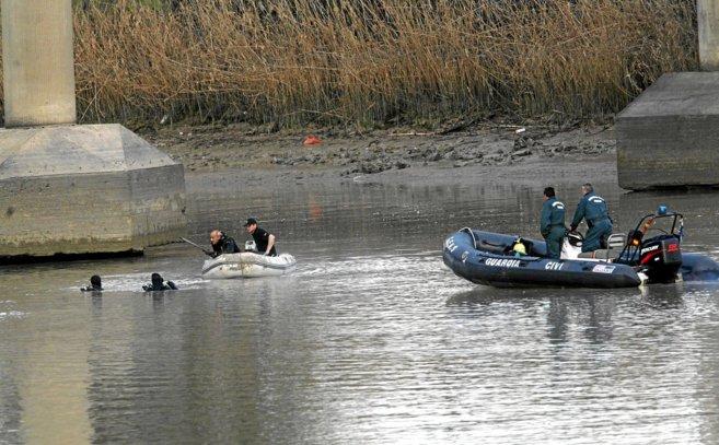 La Guardia Civil durante la primera búsqueda de Marta, en el río...