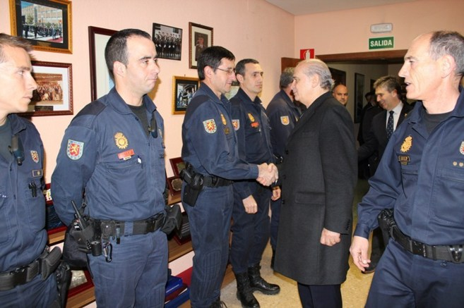 [Gobierno] Jorge Fernández Díaz visita a los agentes que actuaron en Barcelona por petición de la Generalitat 13963564273467