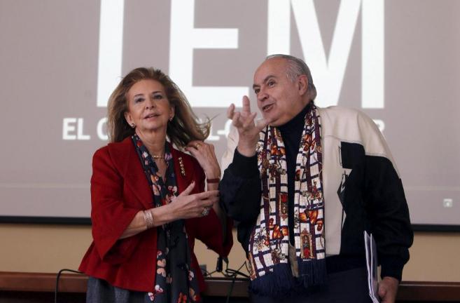 La concejala de Cultura de Valencia, Mayrén Beneyto, con José Luis...