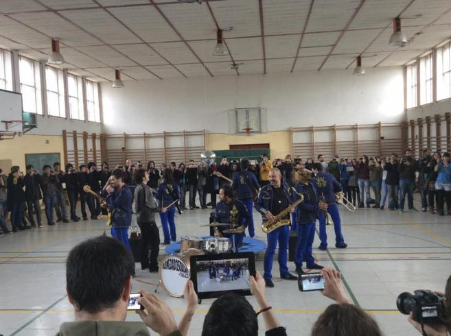 Más de 140 cámaras grabaron el último videoclip del grupo...