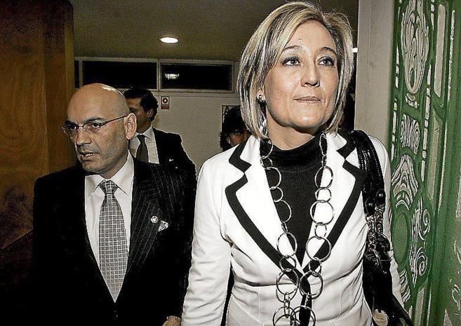El juez Gómez Bermúdez y su ex esposa, la periodista Elisa Beni.