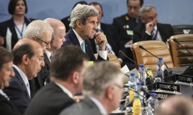 El secretario de Estado, John Kerry asiste a la reunión de ministros...