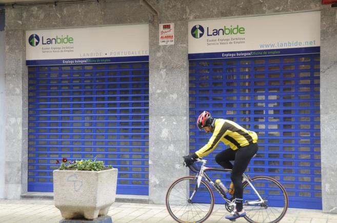 Vista exterior de una una oficina de Lanbide.